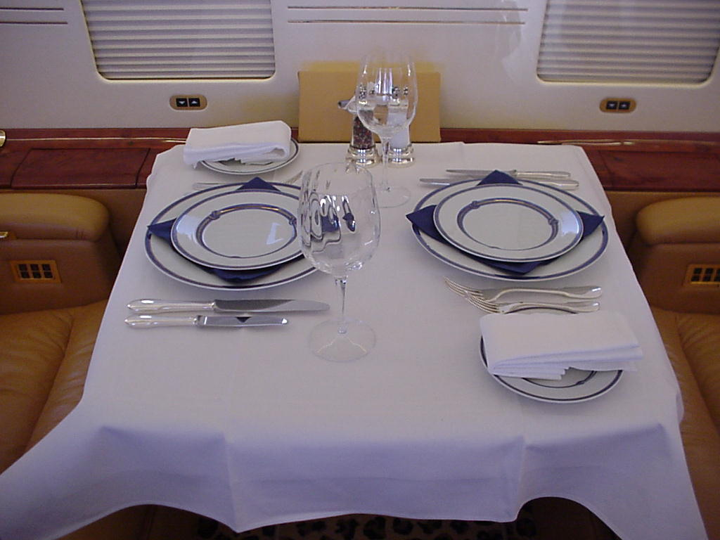 Air Charter Bahamas - Global Express Dining